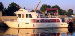 Steel Displacement Houseboat Designs