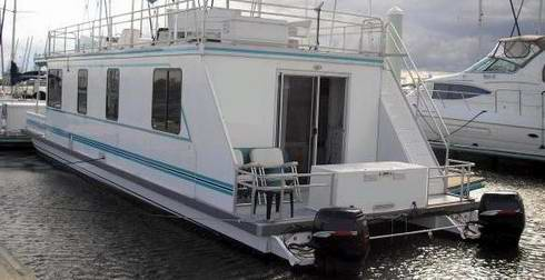 are catamaran houseboats a pontoon cruiser or a house boat. Black Bedroom Furniture Sets. Home Design Ideas