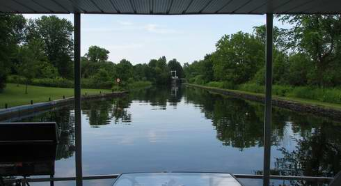 Florida Houseboat Rentals Are Great Choices For Families Or Groups