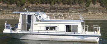 A popular Nautaline houseboat model.