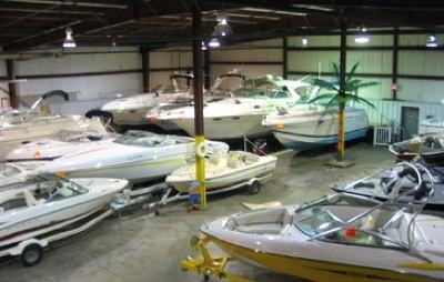 Any houseboat dealers brokers take a powerboat Trade In?