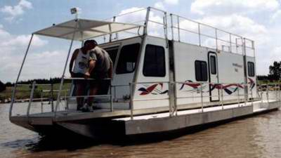 Are the trailerable Travelwave houseboats still available?