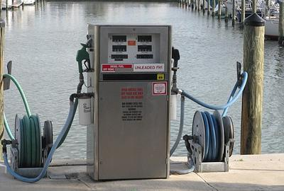 What's the average houseboat fuel consumption numbers