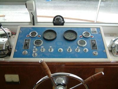 Chris Craft Houseboat dash helm