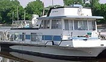 Nautaline houseboats are a popular model of house boat.