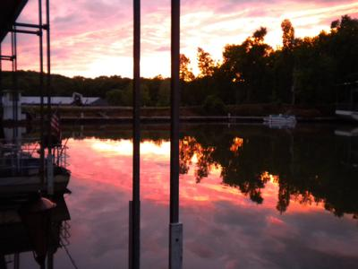 Gibson Houseboat - the day is done at Mermaid