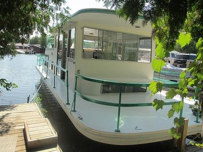 Gibson Houseboat - a 1981 36ft Standard model