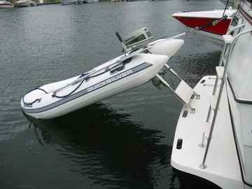 Looks like a great davit system for houseboats.