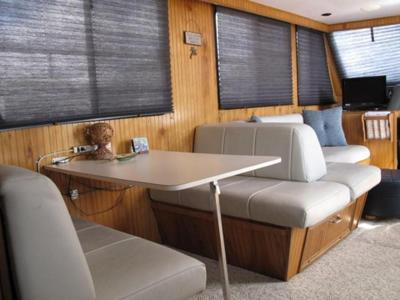Houseboat Furniture - love this table/bed/sleeper/sofa layout