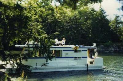 Houseboat Holidays - in a tranquil setting
