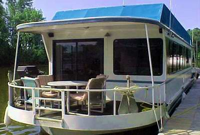 A typical Skipperliner houseboat.