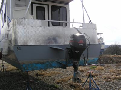 Houseboat with a high thrust 25 hp Mercury Big Foot outboard.