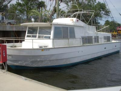 Houseboat Motors - remove replace diesel engines or outboards?