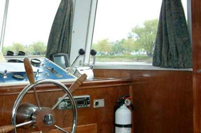 How to diagnose and repair leaky houseboat windows.