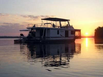 Houseboat Sunsets - it's all about the sunset on house boats.