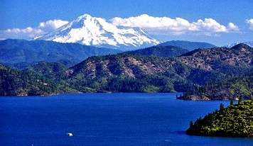 Lake Shasta, California - a houseboaters haven