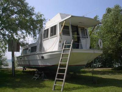 Pacemaker Houseboat - houseboating on the shores of Lake Erie, NY