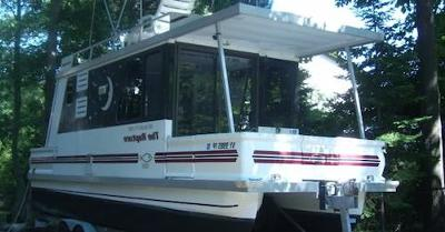 L'il Hobo 30' Trailerable Houseboat - great boat to travel