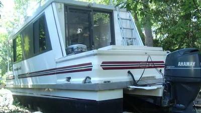 sampling of trailerable L'il Hobo Houseboats