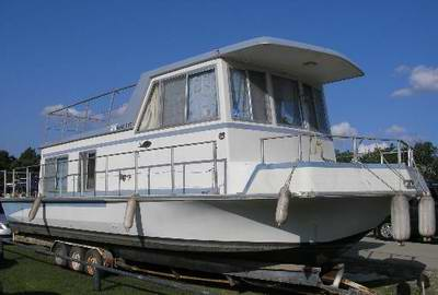 A typical Nautaline Houseboat on a Trailer