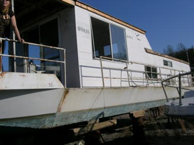 Sumerset Houseboat - an older Sumerset before the rebuild