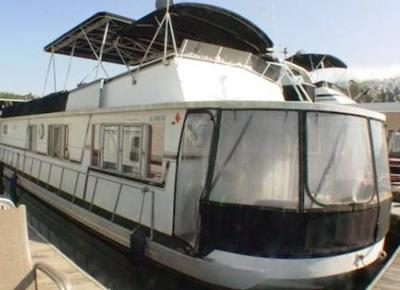 A typical sample of a Sumerset Lazy Days houseboat