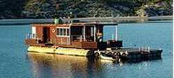 A simple summer houseboat