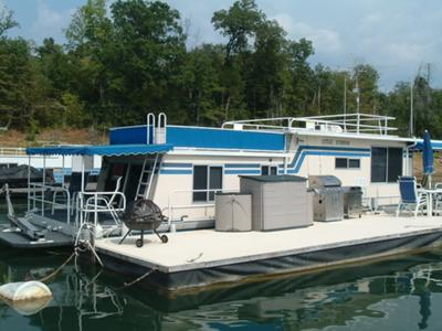 The roof and upper deck on our 1975 Sumerset Houseboat