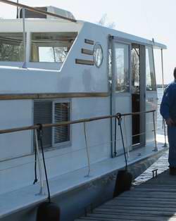 Catwalk Houseboat Designs