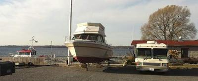 RVing USA - the RV Road Trip all about Houseboats!<br>Can you guess where this popular houseboat area is?