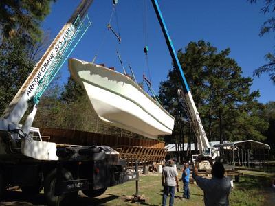 Catamaran Houseboat - removing hull #1 from mold