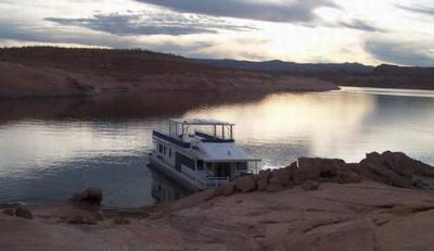 Can Houseboats and RV's park together?