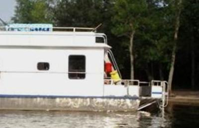 An example of an extended houseboat rear deck.