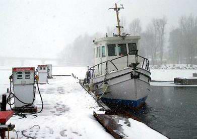 Winter Houseboat Living Tips