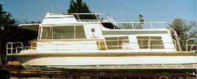 A classic all Aluminum Kingscraft Houseboat