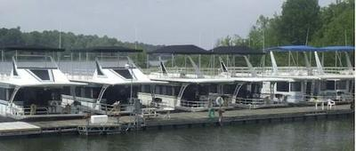 Patoka Lake houseboats in Indiana, Hoosier Hills Marina