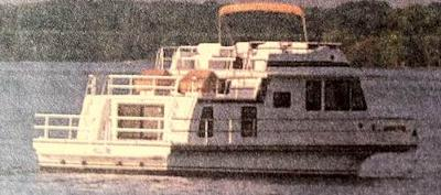 Gibson Houseboats - the Cabin Yacht series boat