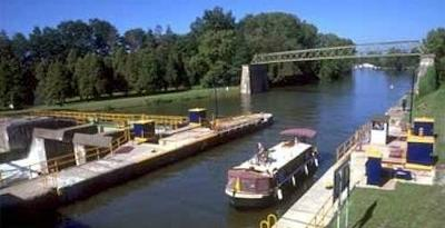 Rent a Canal Boat - discover the New York canal system