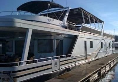 Houseboat Transporter - the right people, trucks, trailers